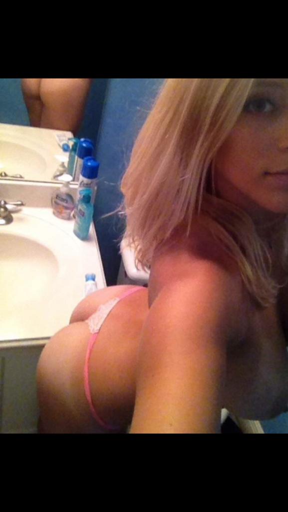 Selfie girl thong ass