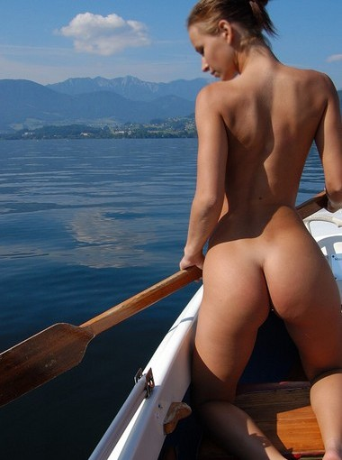 nude boat girl