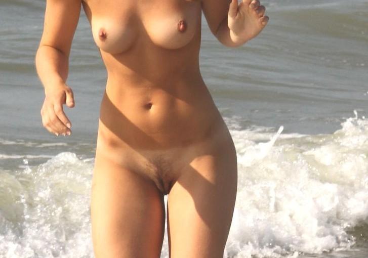 nude sea babe