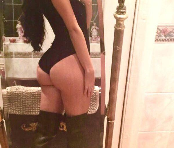 sexy ass selfie
